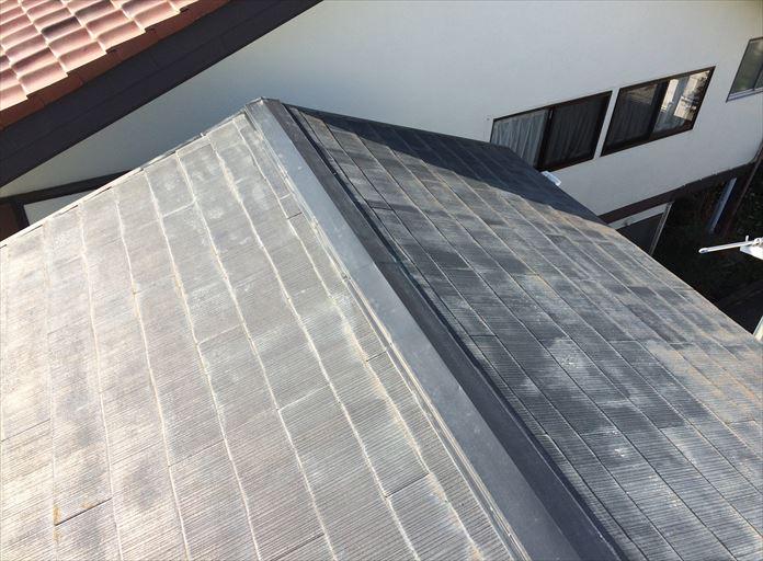 過去に屋根塗装を行ったスレートを調査