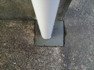 街の屋根やさんは竪樋がコンクリートの地面を通っていても交換が可能