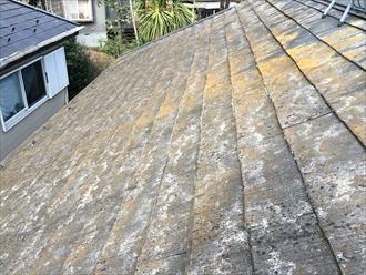 茅ヶ崎市小和田で表面の剥がれたスレート屋根を調査、早急な屋根塗装が必要な状態でした