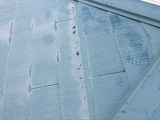 スレート表面の塗膜剥がれ