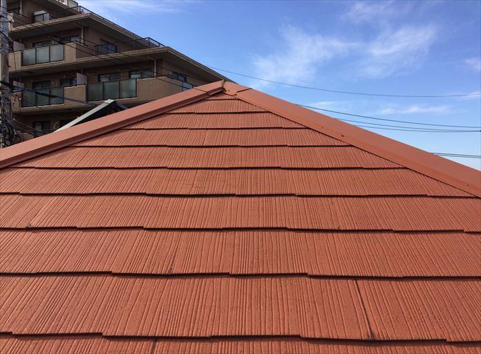 スレート屋根の棟板金を調査