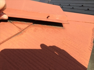 抜け出ている釘が貫板に効いていないことが判明