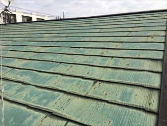 塗膜がすでに寿命を迎えているスレート屋根