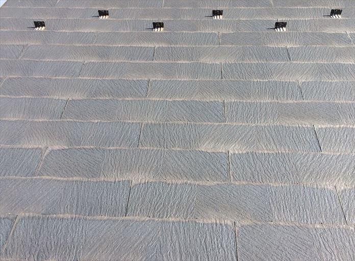 スレートの端部に出来る染みは屋根塗装が必要な目安