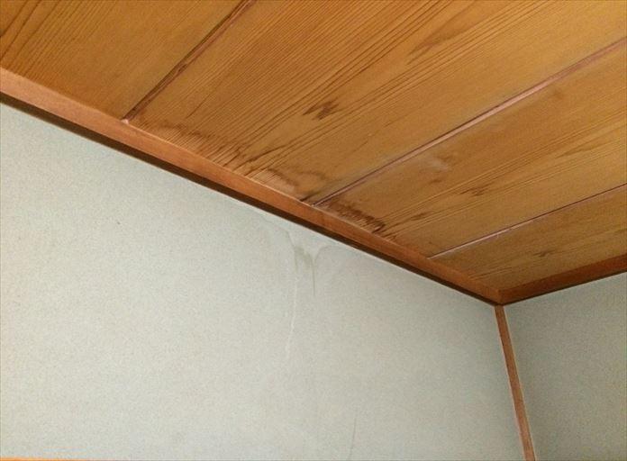 寒川町田端で発生した雨漏りは、天井に裏に通っている配管は水漏れする可能性があります
