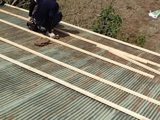足柄上郡中井町比奈窪 波板屋根の屋根カバー工法