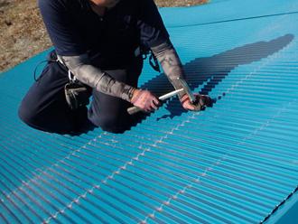 足柄上郡中井町比奈窪 波板屋根のカバー工法 ガルバリウム鋼板の屋根材