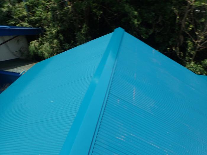 足柄上郡中井町比奈窪 波板屋根の屋根カバー工法竣工