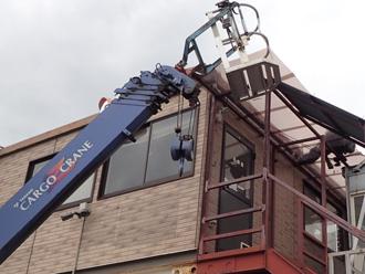 厚木市中依知 工場の波板破損 高所作業車を使って交換工事