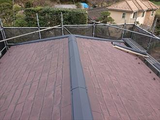 横浜市栄区上郷町にて棟板金を交換してファインパーフェクトベストで屋根塗装