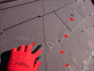 藤沢市高倉にてクラック(ひび割れ)が入りすぎたスレート屋根調査、防水紙や野地板に傷みが出る前に屋根カバー工事がおすすめです