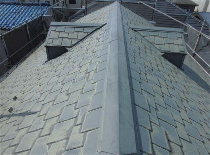 棟板金には貫板が使用されている
