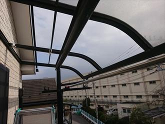 茅ヶ崎市今宿にて強風被害、庇に使われているポリカ板飛散の復旧工事は火災保険にて賄えることがあります