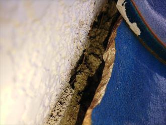 壁と屋根の間に出来た隙間は雨漏りに繋がる可能性あり