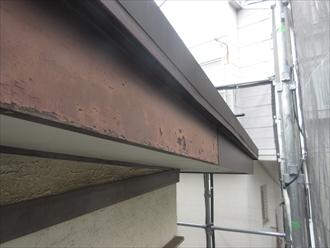 座間市相武台で調査した破風板は、塗膜が剥がれて破風板板金巻きが必要な状態でした