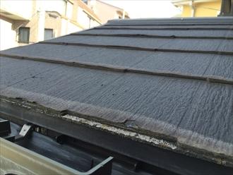 座間市栗原中央にて玄関の屋根を見ただけで、2階の屋根の傷み具合が分かりました