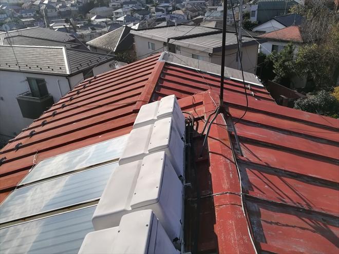 工事前、瓦棒葺き屋根の様子