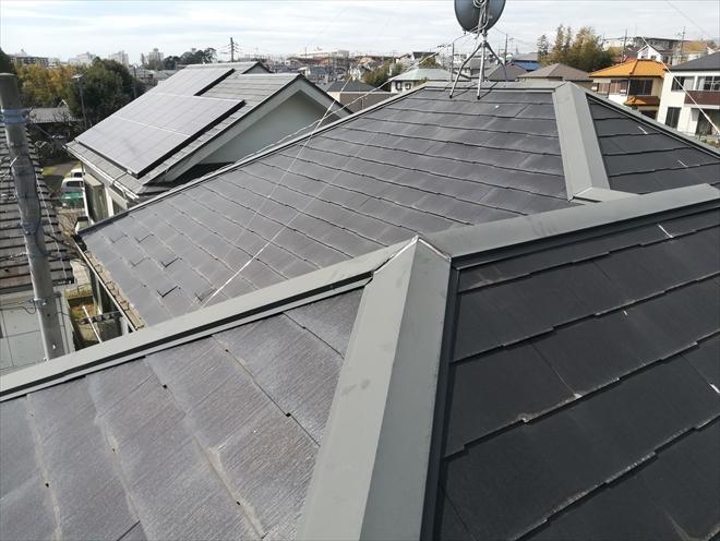横浜市旭区市沢町にて築12年目の屋根調査、スレート表面の剥がれの原因はパミールの疑い