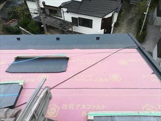 横浜市港北区富士塚にて瓦棒葺き屋根をコロニアルに葺き替えました