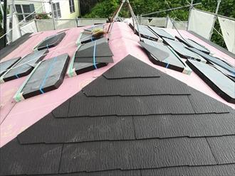 新規屋根材「コロニアルクアッド」葺き