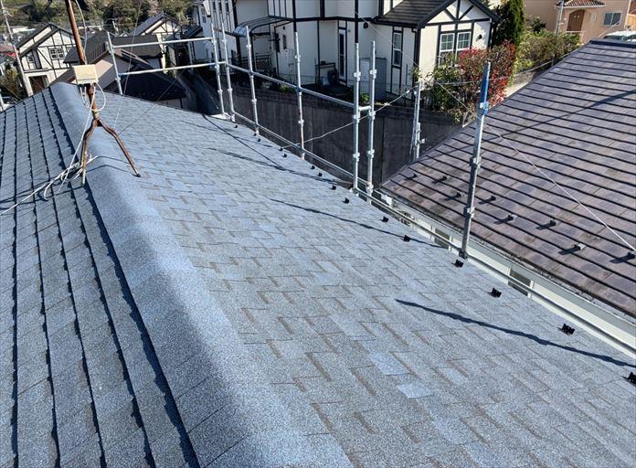 オークリッジスーパーのハーバーブルーを使用した屋根カバー工事