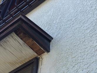 軒天に使用している木材が傷んでいる