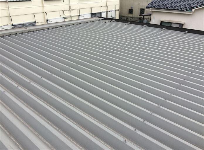 折板屋根もメンテナンスが必要