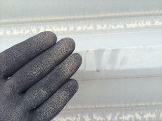 折板屋根の塗膜が劣化しておりました