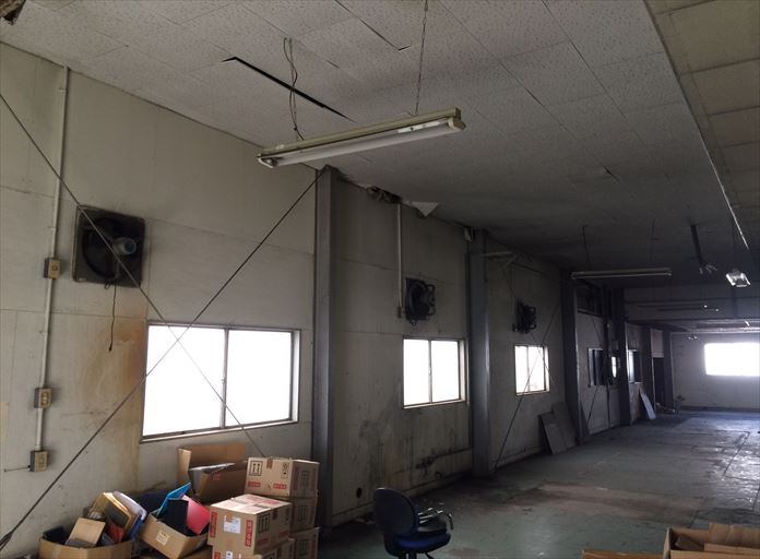 工場として使用している建物の屋根の調査