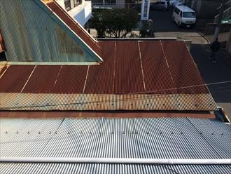 トタン屋根も錆びておりました