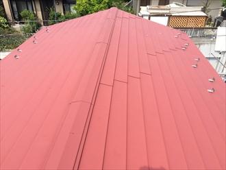 板金屋根の調査で棟板金に不具合あり