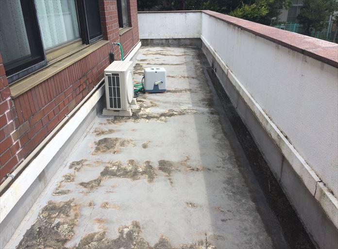劣化しすぎたバルコニー床のウレタン防水