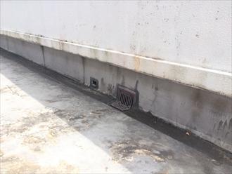 防水層が防水の役割を果たせないと下地にもひび割れが起こりやすくなる