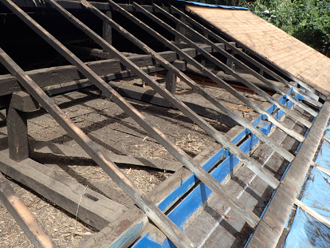 愛甲郡愛川町田代にて雨漏りしている波板屋根を屋根葺き替え工事(GL鋼板)で改善します