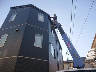 伊勢原市見附島 高所作業車で3階建てのお住まいの工事