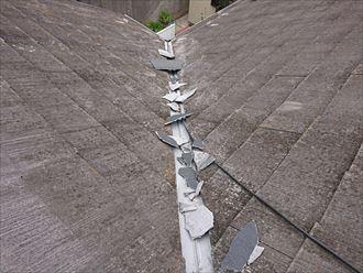 座間市入谷東で調査したスレート屋根は、表面が劣化して板金が錆びておりました
