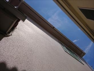 外壁に汚れが部分的にでるということは屋根絡みの事が多い