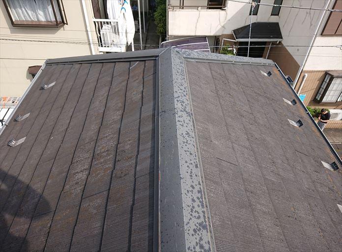 使用年数の長いスレート屋根を調査