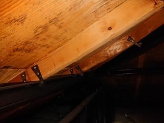 平塚市飯島にて築30年ノーメンテナンスのスレート屋根は下地の腐食が無かった為カバー工事を行う事になりました