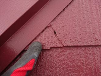 雨漏りしている近辺はスレートが傷んで欠けている所が多い状態です