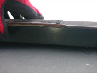 内部の貫板が傷んでいるのか板金が浮いている所がありました
