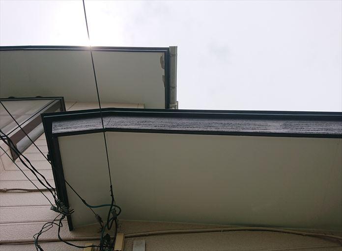 破風板から雨水が侵入はする