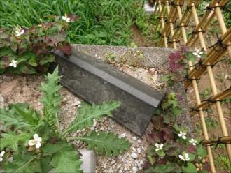敷地内の庭に落ちていた役物、ケラバです