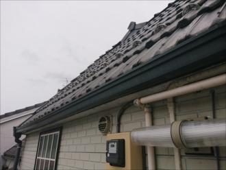洋風瓦で葺かれている屋根、かなりの急勾配で屋根に上がれません