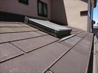 こちらのお住まいは下屋があり、二階の大屋根にも設置されていたトップライトが設置されていました