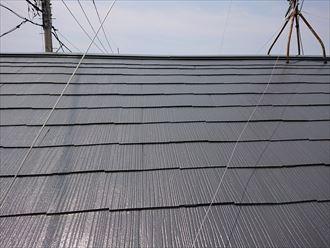 このスレート屋根はよく見ると雨漏りに繋がるところがあります