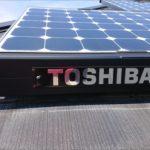 東芝製太陽光パネルが設置してあるスレート屋根