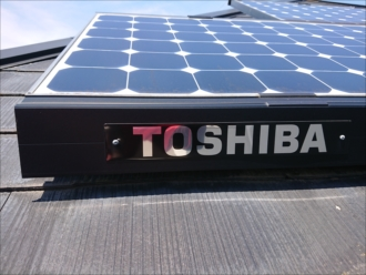 平塚市纏にて訪問業者に指摘された築25年経過した太陽光設置済のスレート屋根の様子