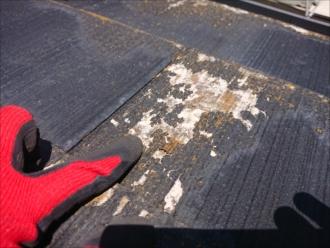 日当たりの良い悪い関係なく、このような塗膜の剥がれが屋根全体に起きてしまっています