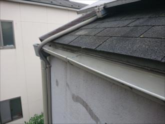 どうやら屋根はアスファルトシングルで葺き替え工事を行っているようです